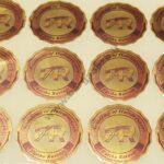 لیبل و برچسب هولوگرام - طراحی برچسب هولوگرام - چاپ برچسب هولوگرام - تعرفه برچسب هولوگرام - قیمت برچسب هولوگرام - لیست قیمت برچسب هولوگرام - انواع برچسب هولوگرام - برچسب هولوگرام شرکت - برچسب چاپ هولوگرام - برچسب خرد شونده - برچسب هولوگرام تک رنگ - برچسب هولوگرام رنگی - هولوگرام با دو چاپ رنگی و نیمه پنهان - هولوگرام با چاپ هفت رنگ، نقره ای، طلایی - هولوگرام با چاپ رنگی - هولوگرام با چاپ نیمه پنهان